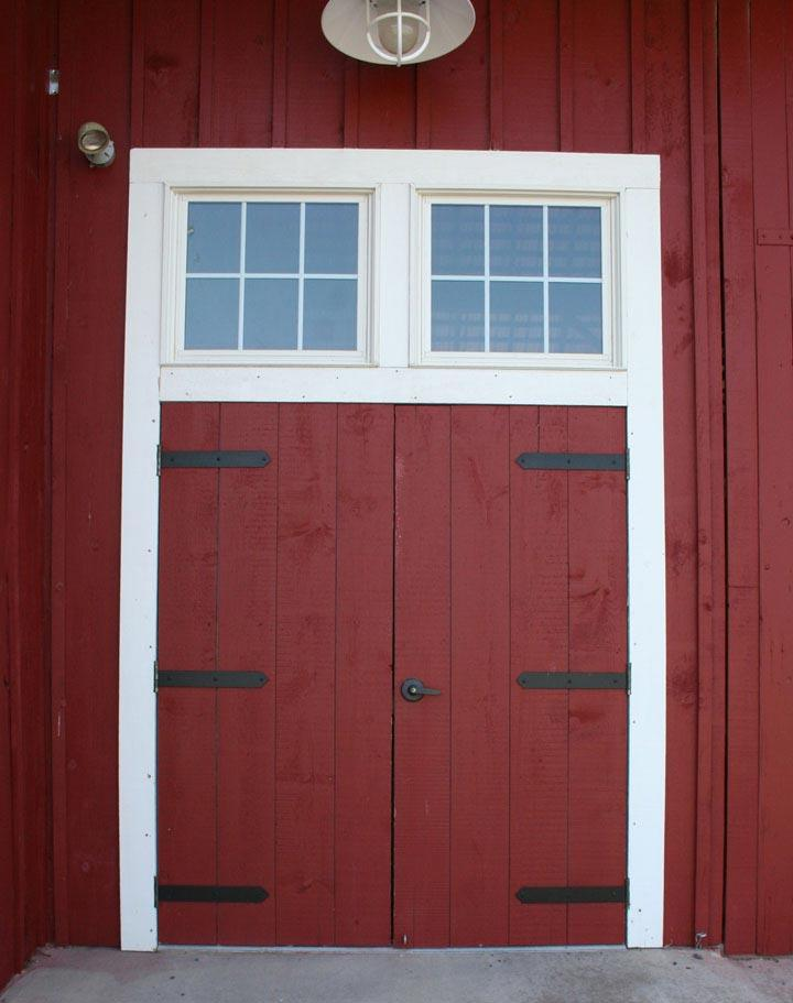 Amish barn with standard strap hinges.
